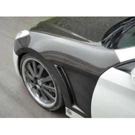 Carbon Kotflügel mit Luftschlitzen.Hyundai Genesis 09-